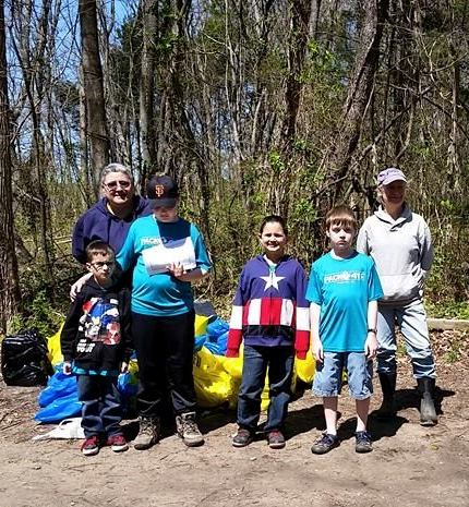 Cub Scouts and PTRC voluteers at the Potomac River Cleanup at Chapel Point State Park